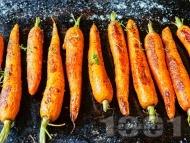 Рецепта Глазирани печени моркови с мед на фурна